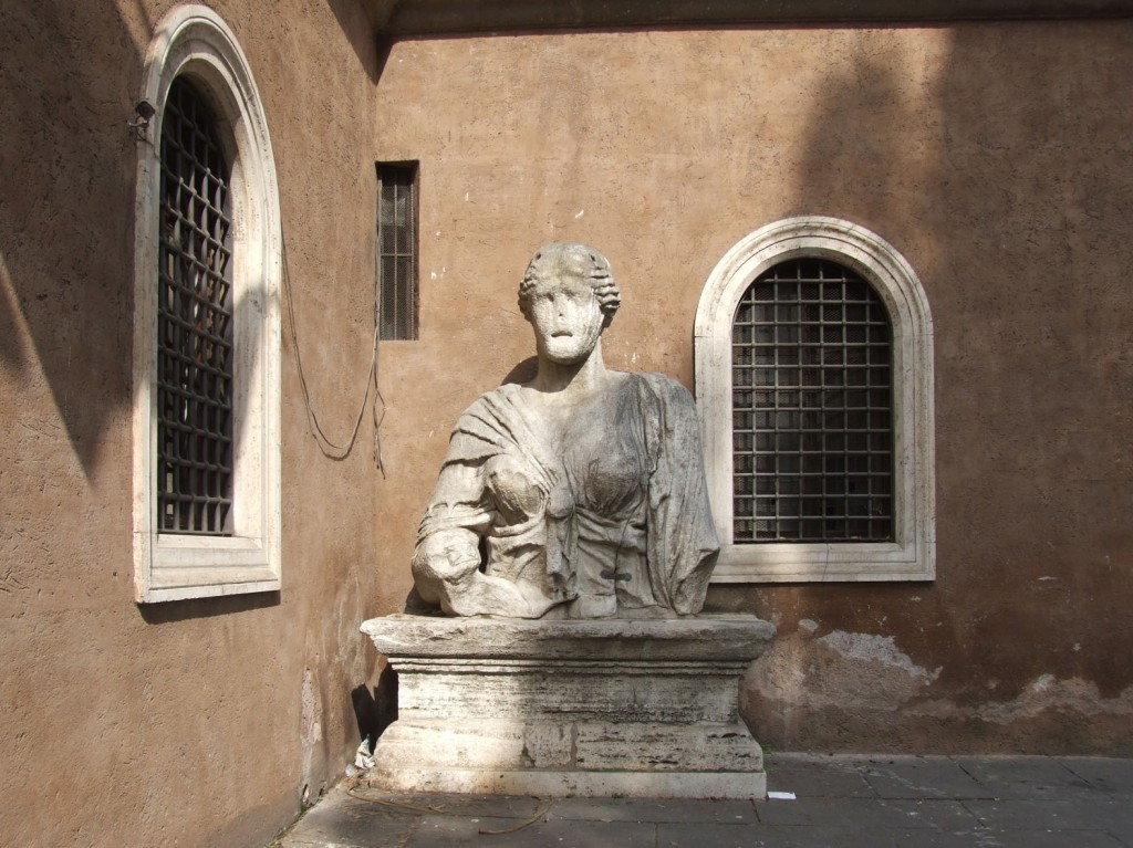 Torso der sog. Madama Lucrezia, vor San Marco, Rom