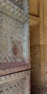 Tür der Villa Medici mit Delle